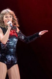 Taylor Swift Performs at Reputation Tour in Chicago 2018/06/01 5