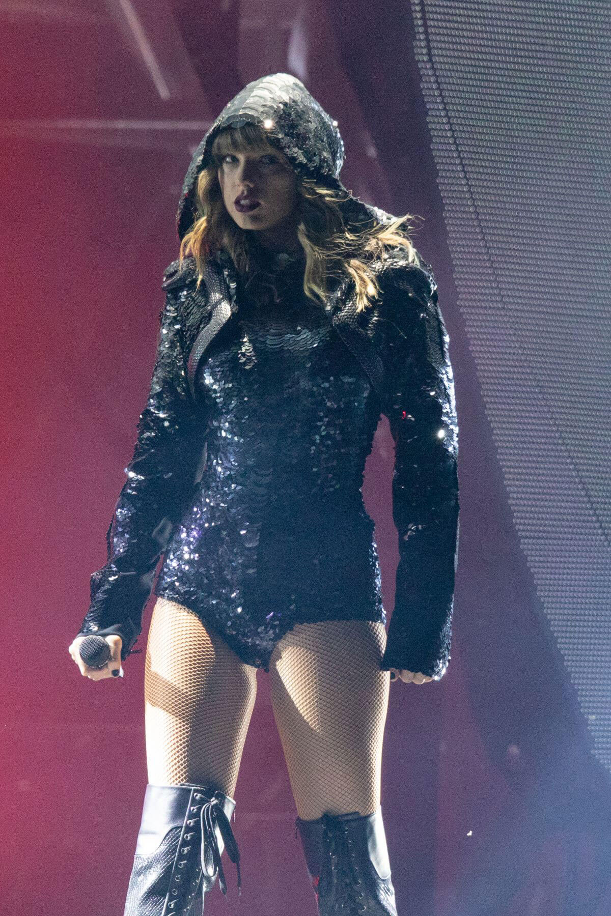 Taylor Swift Performs at Reputation Tour in Chicago 2018/06/01 6