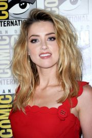 Amber Heard at Aquaman Theatrical Panel at Comic-con in San Diego 2018/07/20 6