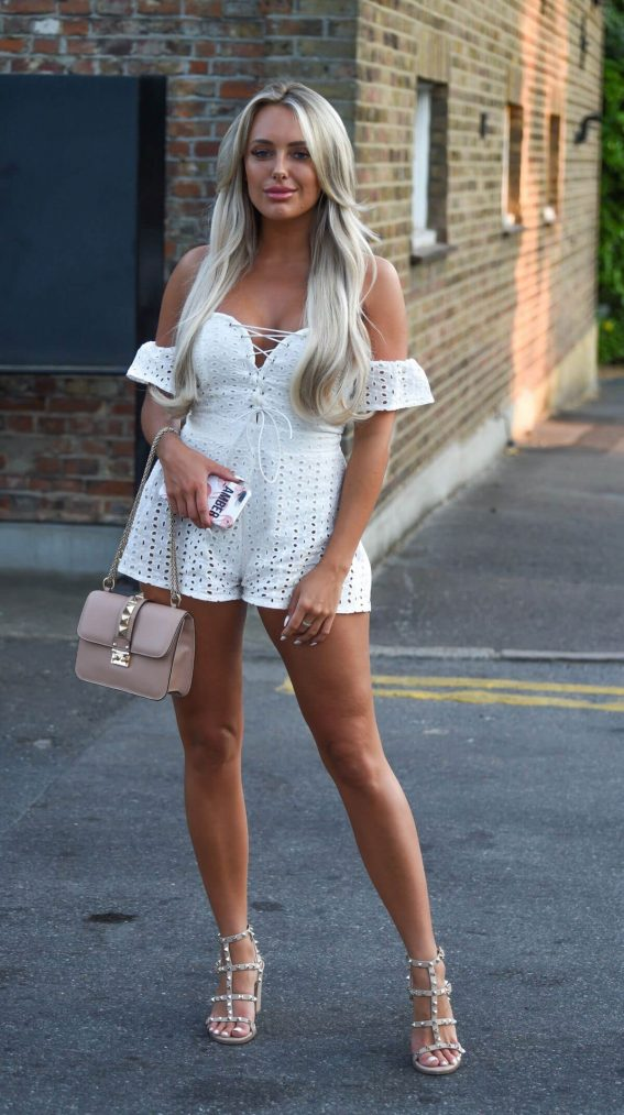 Amber Turner Out and About in Essex 2018/07/07 1
