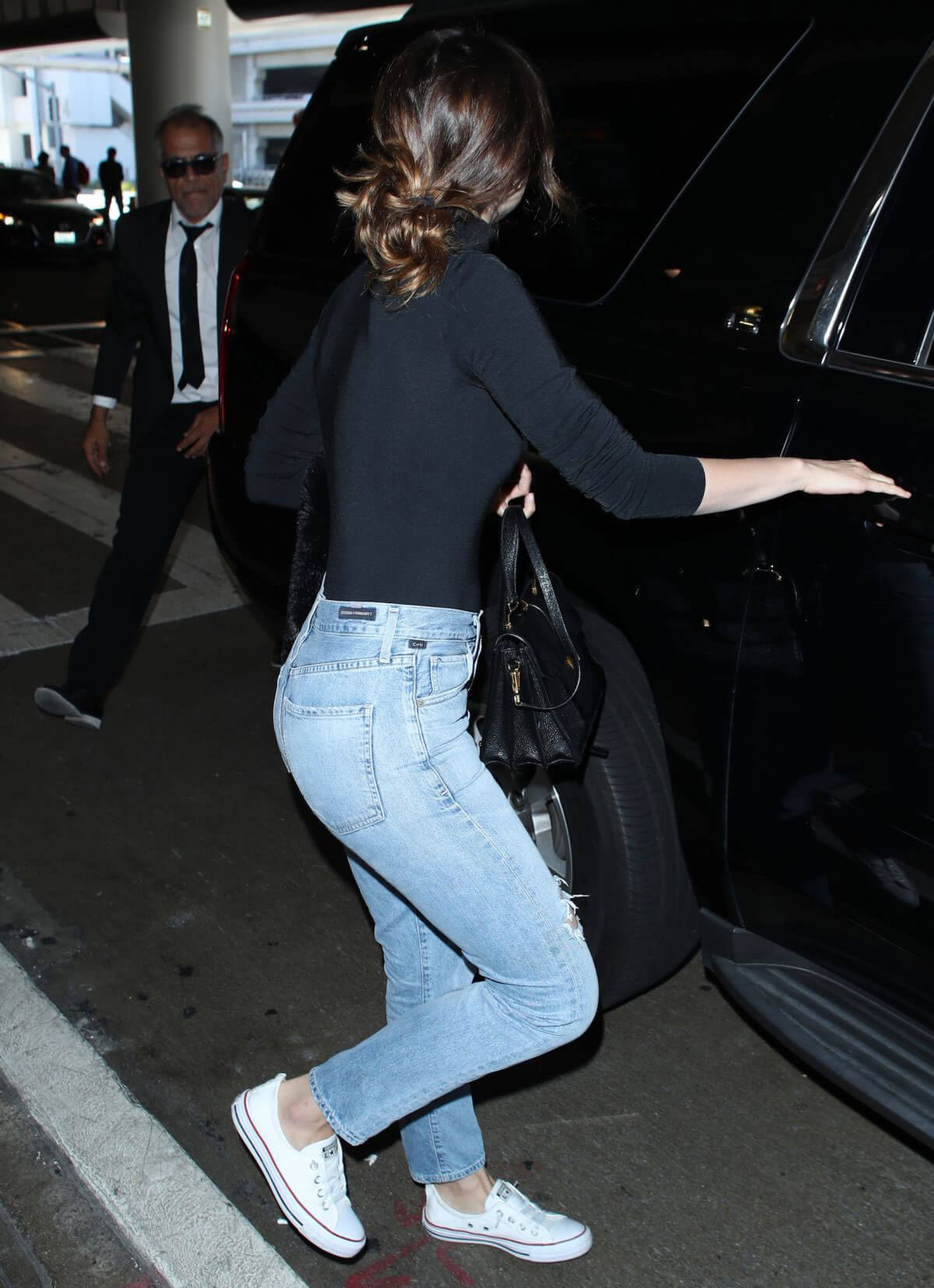 Ana de Armas in Jeans at LAX Airport in Los Angeles 2018/06/13 1