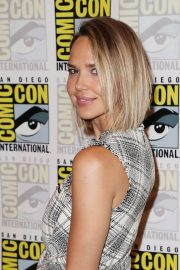 Arielle Kebbel at Midnight Texas Photocall at Comic-con 2018 in San Diego 2018/07/21 3