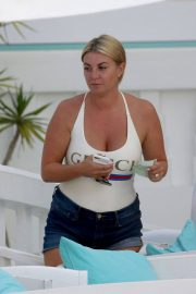 Billi Mucklow Out and About in Ibiza 2018/07/12 14
