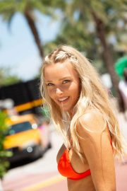Camille Kostek Out in Miami Beach 2018/07/14 5