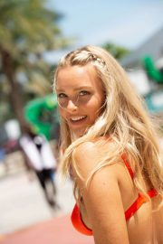 Camille Kostek Out in Miami Beach 2018/07/14 6