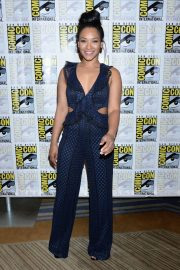 """Candice Patton at """"The Flash"""" Panel at Comic-Con in San Diego 2018/07/21 9"""
