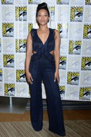 """Candice Patton at """"The Flash"""" Panel at Comic-Con in San Diego 2018/07/21 10"""