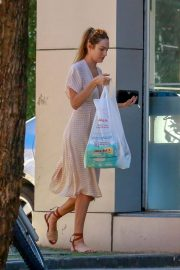 Candice Swanepoel Out Shopping in Victoria 2018/04/17 2