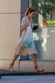 Candice Swanepoel Out Shopping in Victoria 2018/04/17 6