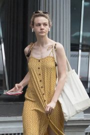 Carey Mulligan Out in New York 2018/07/17 8