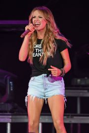 Carly Pearce Performs Live at The Coral Sky Amphitheatre in West Palm Beach 2018/07/21 3
