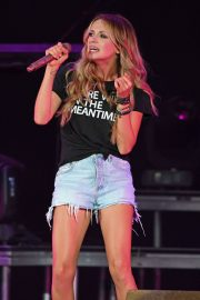 Carly Pearce Performs Live at The Coral Sky Amphitheatre in West Palm Beach 2018/07/21 4