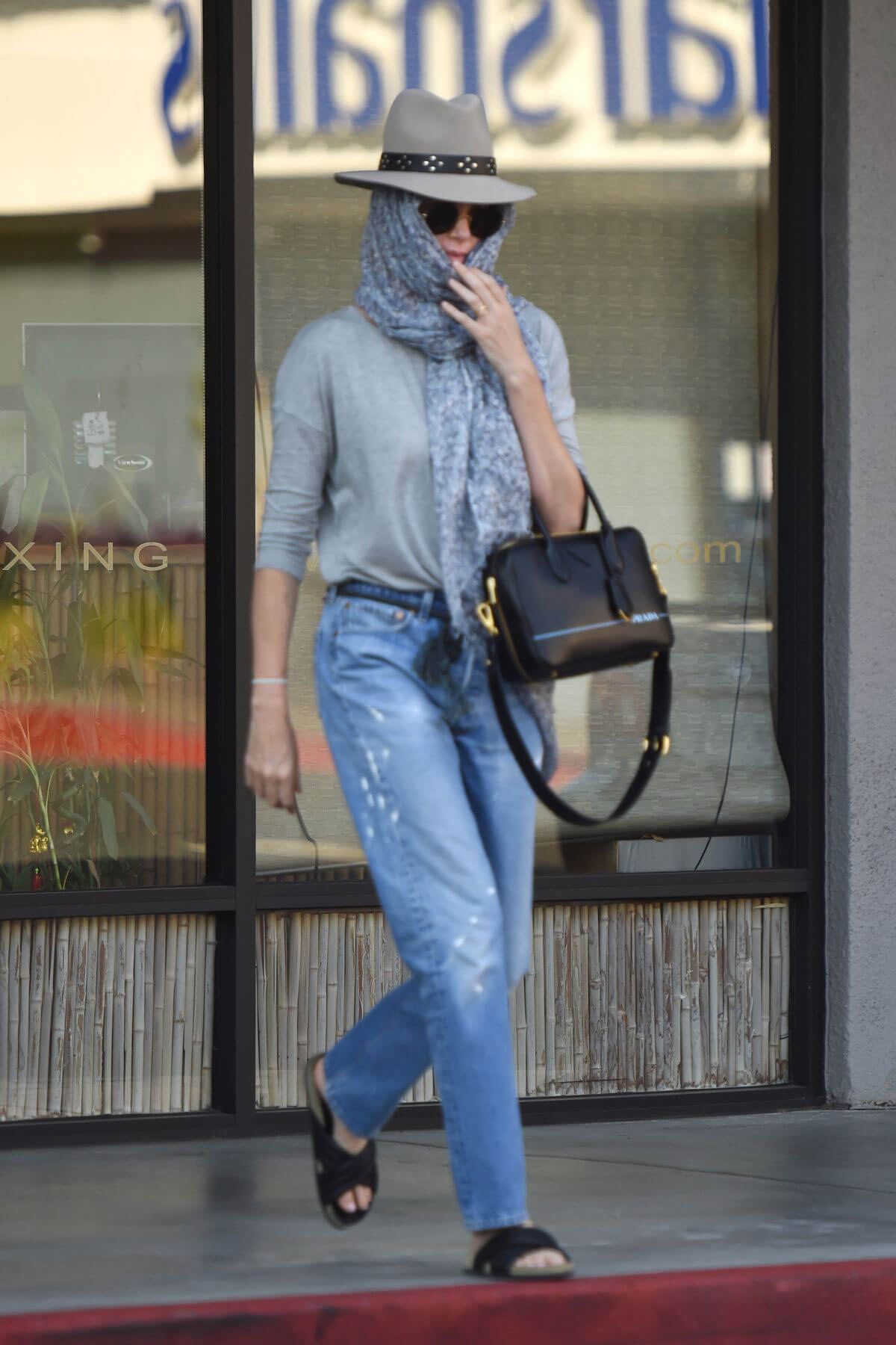 Charlize Theron Leaves a Nail Salon in Studio City 2018/07/27 1
