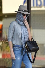 Charlize Theron Leaves a Nail Salon in Studio City 2018/07/27 5