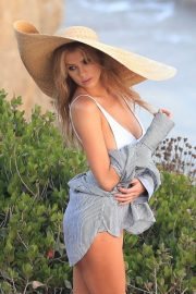 Charlotte McKinney on the Set of a Photoshoot at a Beach in Malibu 2018/07/06 6