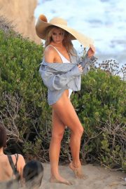 Charlotte McKinney on the Set of a Photoshoot at a Beach in Malibu 2018/07/06 10