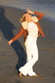 Charlotte McKinney on the Set of a Photoshoot at a Beach in Malibu 2018/07/06 22