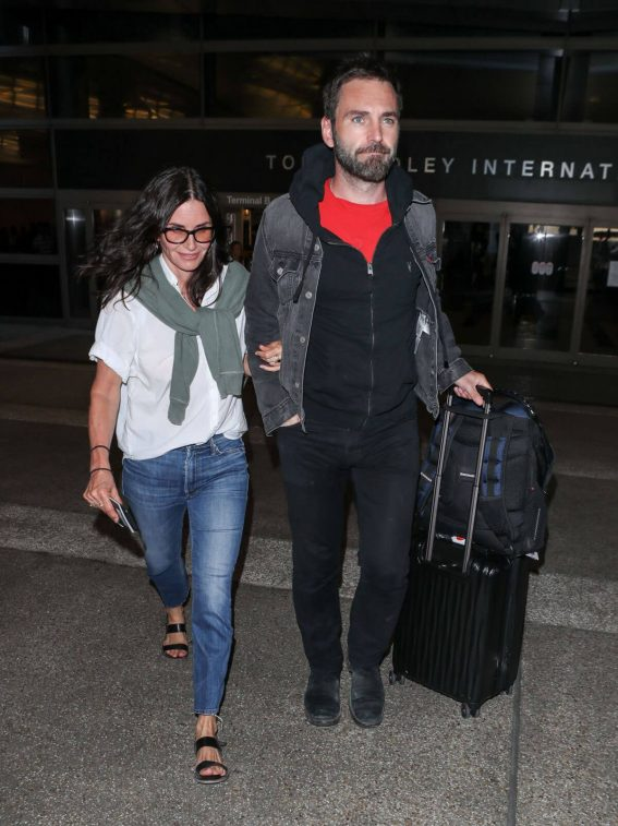 Courteney Cox and Johnny McDaid at LAX Airport in Los Angeles 2018/07/27 1