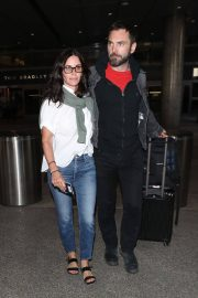 Courteney Cox and Johnny McDaid at LAX Airport in Los Angeles 2018/07/27 2