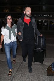 Courteney Cox and Johnny McDaid at LAX Airport in Los Angeles 2018/07/27 7