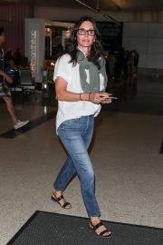 Courteney Cox and Johnny McDaid at LAX Airport in Los Angeles 2018/07/27 9