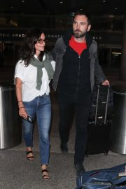 Courteney Cox and Johnny McDaid at LAX Airport in Los Angeles 2018/07/27 10