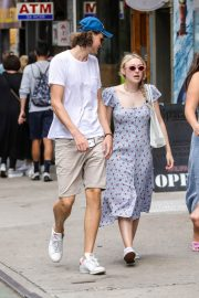 Dakota Fanning and Henry Frye Out for Lunch in New York 2018/07/21 3