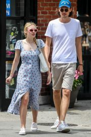 Dakota Fanning and Henry Frye Out for Lunch in New York 2018/07/21 6