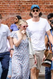 Dakota Fanning and Henry Frye Out for Lunch in New York 2018/07/21 12