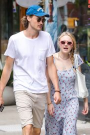 Dakota Fanning and Henry Frye Out for Lunch in New York 2018/07/21 13