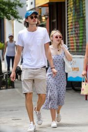 Dakota Fanning and Henry Frye Out for Lunch in New York 2018/07/21 15