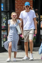 Dakota Fanning and Henry Frye Out for Lunch in New York 2018/07/21 16