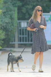 Dakota Johnson Out with Her Dog in New York 2018/07/21 4