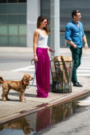 Danielle Campbell Out with Her Dog in New York 2018/06/26 3
