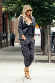 Elle Macpherson Out and About in New York 2018/07/27 5