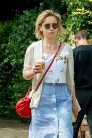 Emilia Clarke Out for a Coffee in London 2018/07/05 1