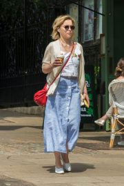 Emilia Clarke Out for a Coffee in London 2018/07/05 2