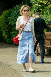 Emilia Clarke Out for a Coffee in London 2018/07/05 3