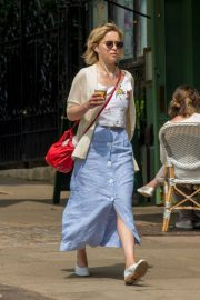 Emilia Clarke Out for a Coffee in London 2018/07/05 4