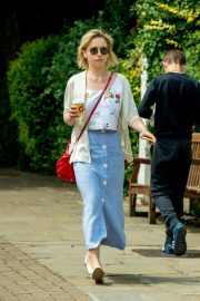 Emilia Clarke Out for a Coffee in London 2018/07/05 6