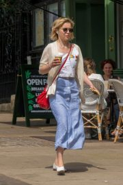 Emilia Clarke Out for a Coffee in London 2018/07/05 7