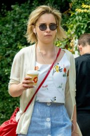 Emilia Clarke Out for a Coffee in London 2018/07/05 12
