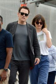 Emily Mortimer and Matt Dillon Out in Venice 2018/07/16 1