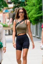 Emily Ratajkowski in Tights Out in New York 2018/07/27 1