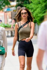 Emily Ratajkowski in Tights Out in New York 2018/07/27 7