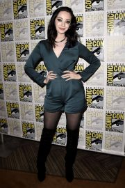 Emma Dumont at The Gifted Photocall at Comic-con in San Diego 2018/07/21 2