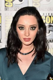 Emma Dumont at The Gifted Photocall at Comic-con in San Diego 2018/07/21 3