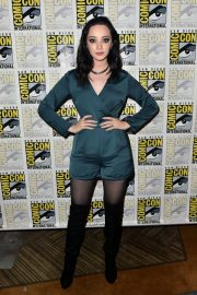 Emma Dumont at The Gifted Photocall at Comic-con in San Diego 2018/07/21 5
