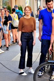 Emma Stone on The Set of Comedy in New York 2018/07/17 13