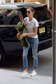 Gisele Bundchen  Arrivies at Her Home in New York 2018/06/26 2
